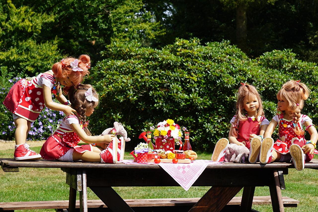 Fotos Kleine Mädchen Deutschland Puppe Grugapark Essen Natur Park Tisch Kleid Parks