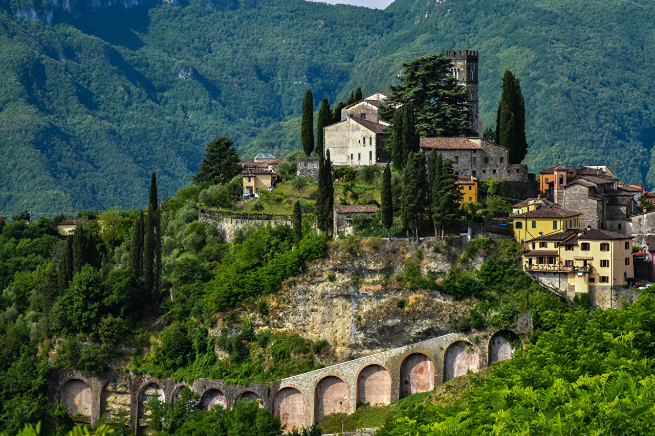 Picture Italy Barga Crag Cities Building Rock Cliff Houses