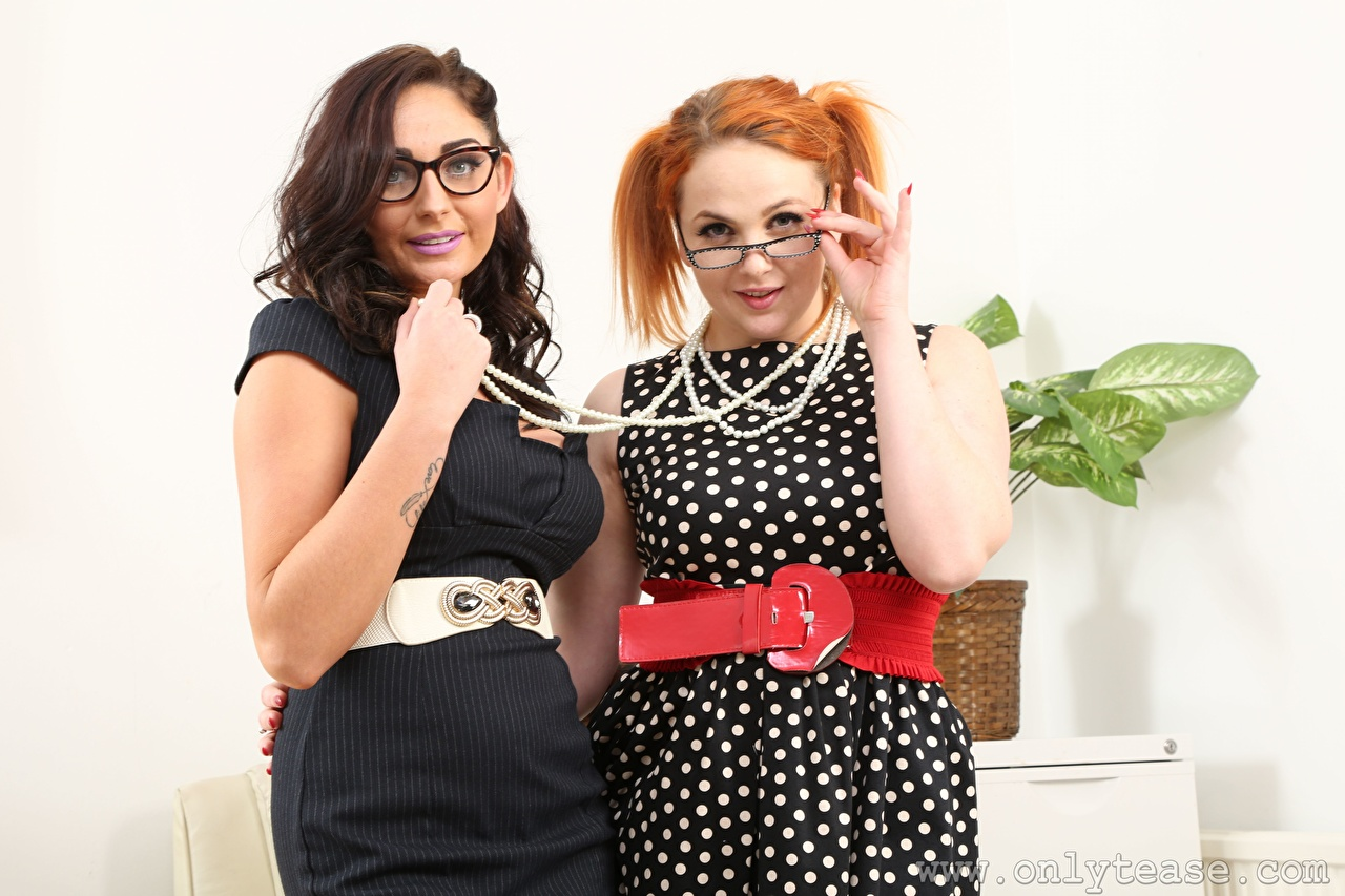 Pictures Kara Carter Lauren The Stylist Redhead girl Brunette girl Secretaries 2 Necklace young woman Hands eyeglasses Two Girls female necklaces Glasses