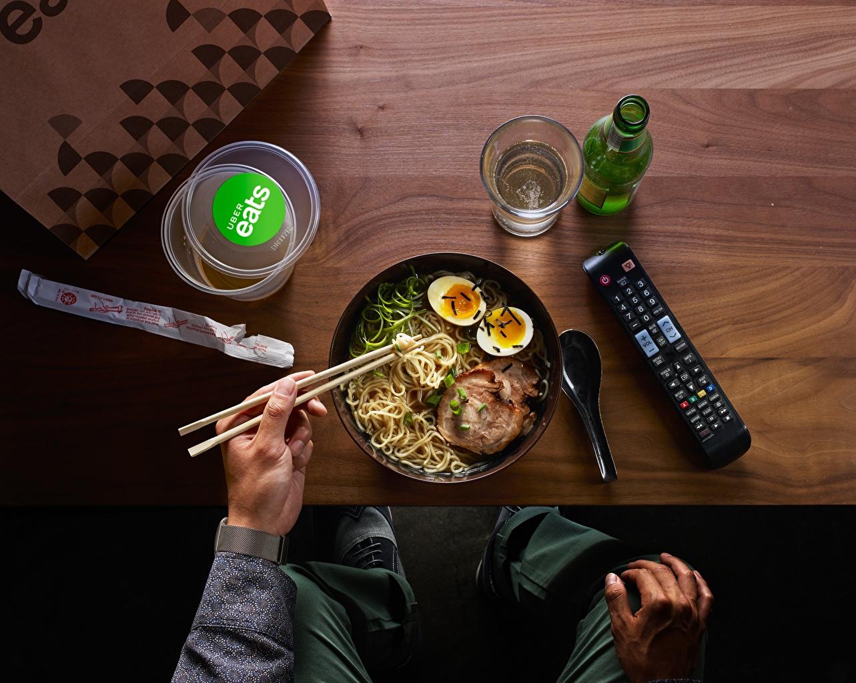 Bilder von Ei Makkaroni Teller Lebensmittel Essstäbchen Fleischwaren eier das Essen