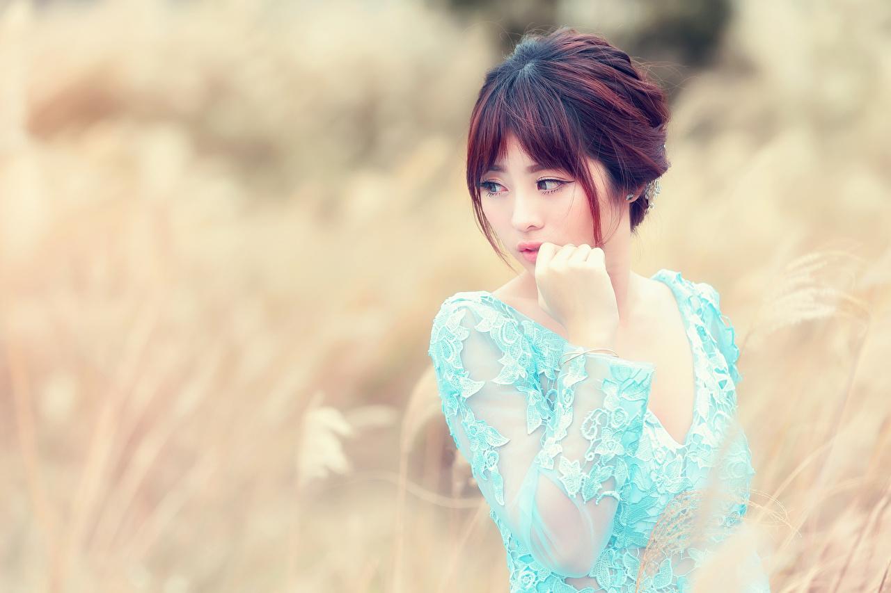 Bilder von Bokeh junge frau Asiaten Hand Blick unscharfer Hintergrund Mädchens junge Frauen Asiatische asiatisches Starren