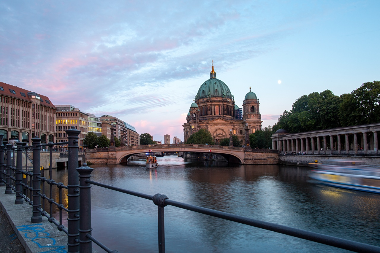 Photos Cathedral Germany Berlin Cathedral, river Spree Bridges Riverboat sunrise and sunset Cities bridge Sunrises and sunsets Rivers