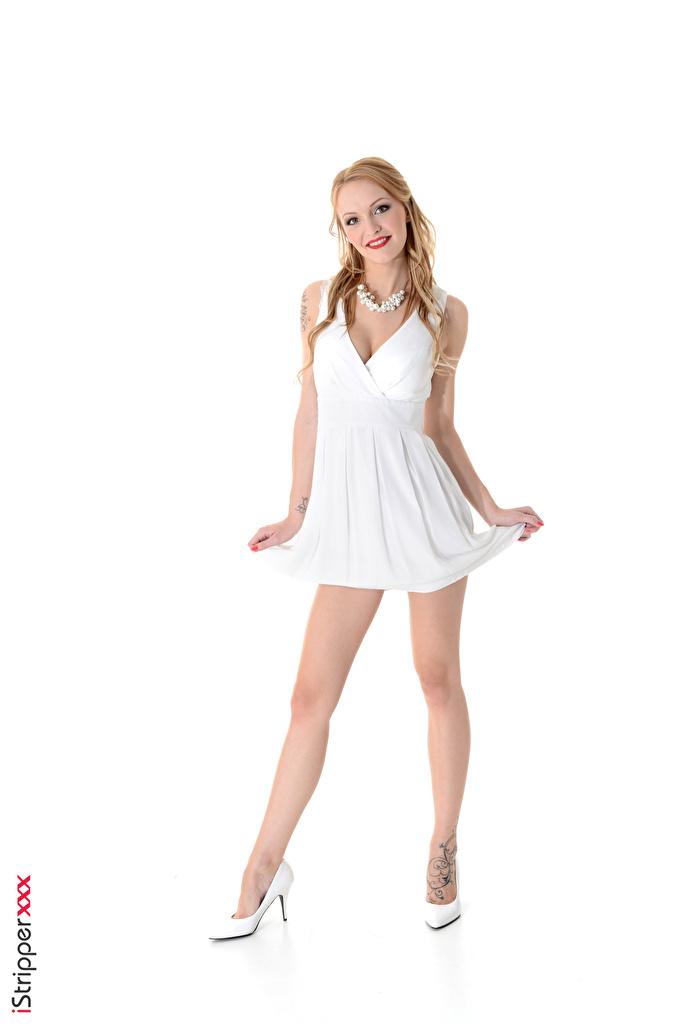 Bilder Belle Claire Blond Mädchen Lächeln iStripper posiert Halskette Mädchens Bein Hand Weißer hintergrund Kleid High Heels  für Handy Blondine Pose Halsketten junge frau junge Frauen Stöckelschuh