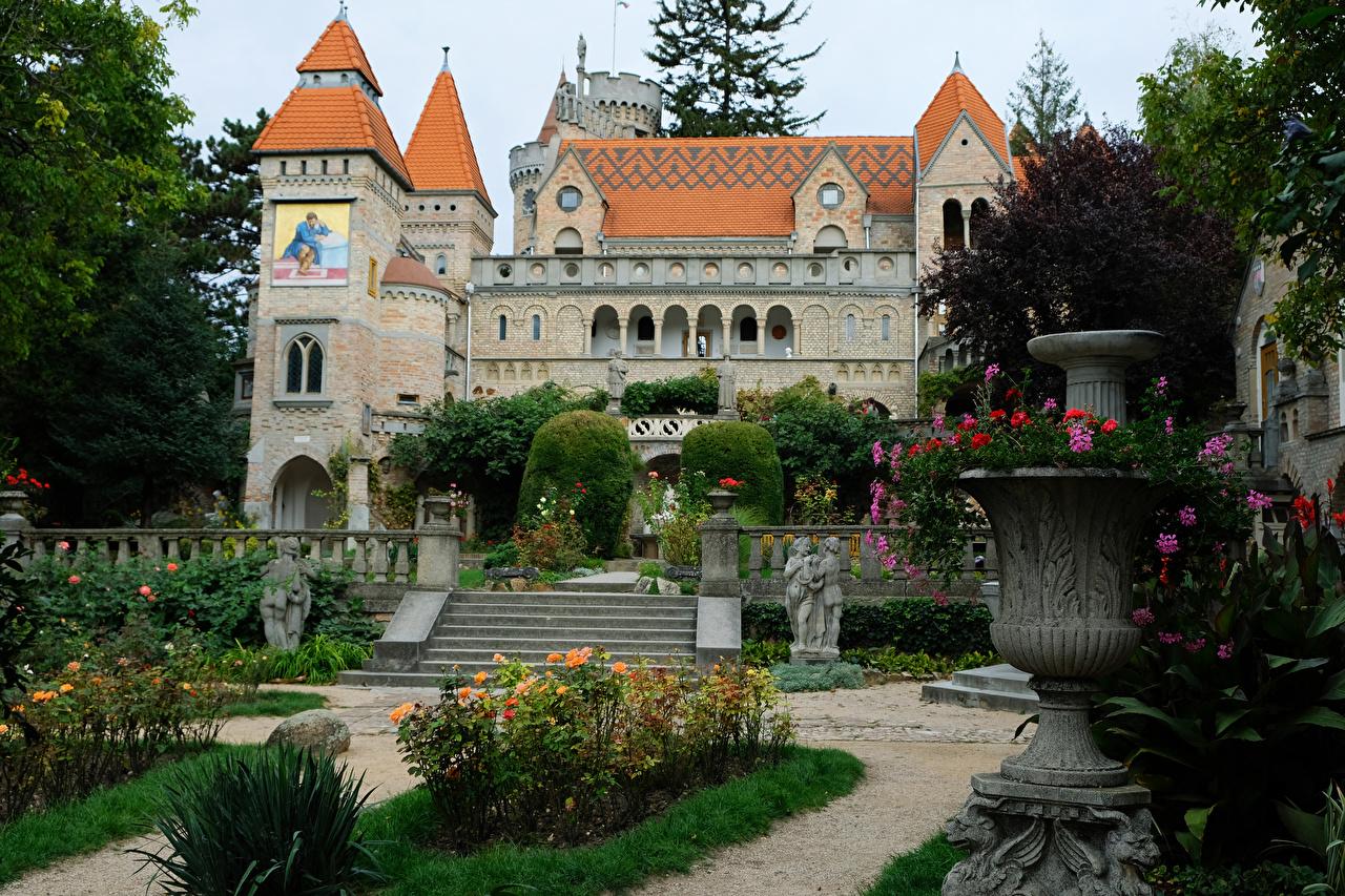 Fotos von Ungarn Bory Castle Burg Stiege Park Städte Skulpturen Treppe Treppen Parks