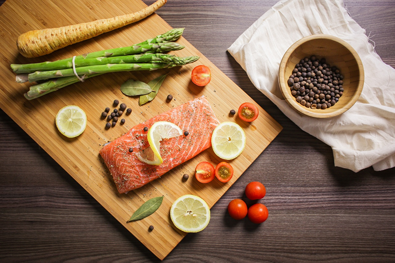 Pictures Salmon Tomatoes Lemons Fish - Food Food Seasoning Sliced food Cutting board Spices