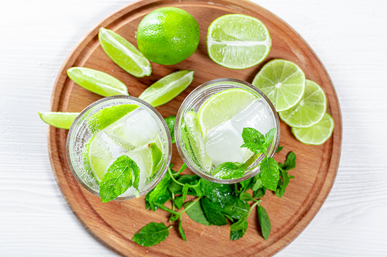 Photo Leaf Ice Two Lime Mojito Mentha Highball glass Food Cutting board drink Foliage 2 mint Drinks