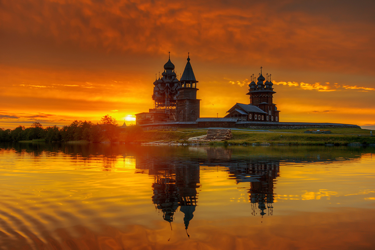 、朝焼けと日没、島、教会堂、ロシア、湖、Karelia, Kizhi, lake Onega, Medvezhiegorsk region、木製、博物館、都市、
