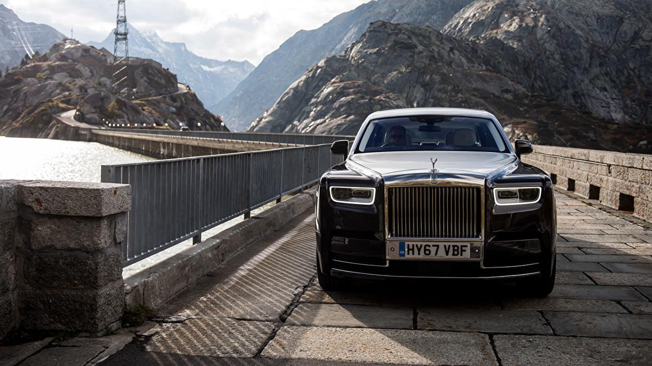 Fotos Rolls-Royce Phantom Schwarz Brücken Vorne automobil Metallisch Brücke auto Autos