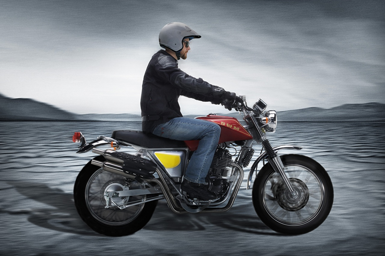 Picture Helmet 2015-20 SWM Silver Vase 440 motorcycle Motion Motorcyclist Side Motorcycles moving riding driving at speed