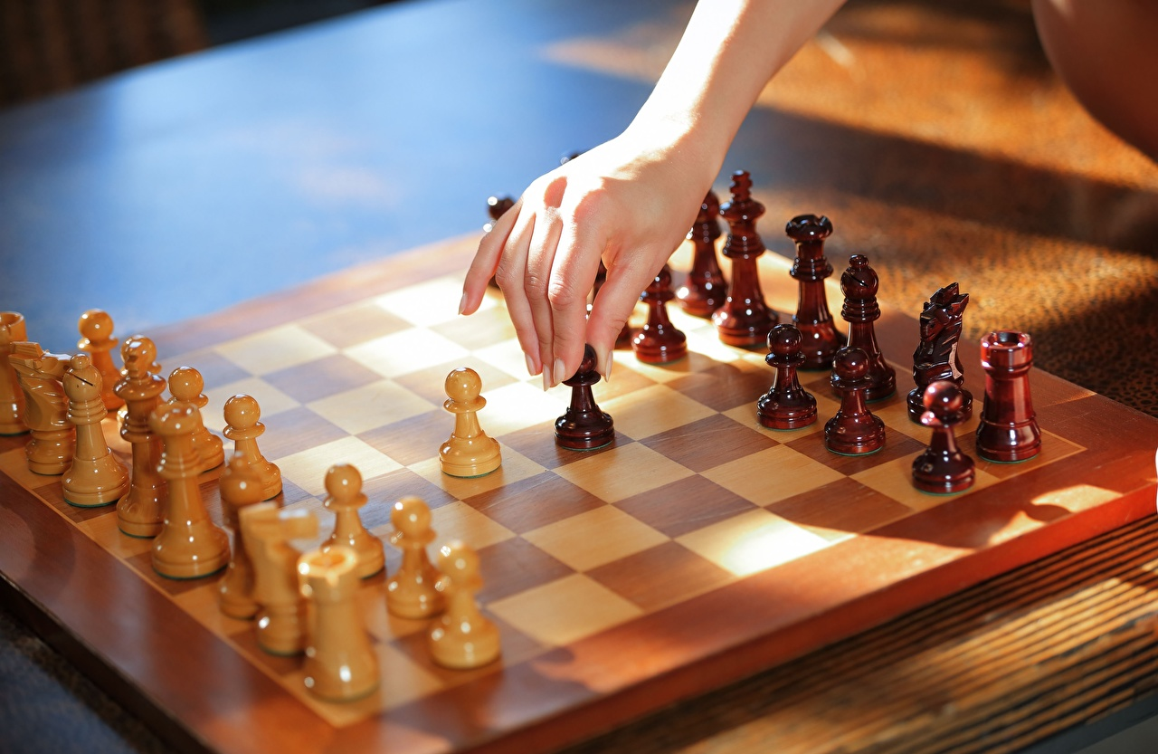 Bilder Schach Hand aus Holz Hölzern
