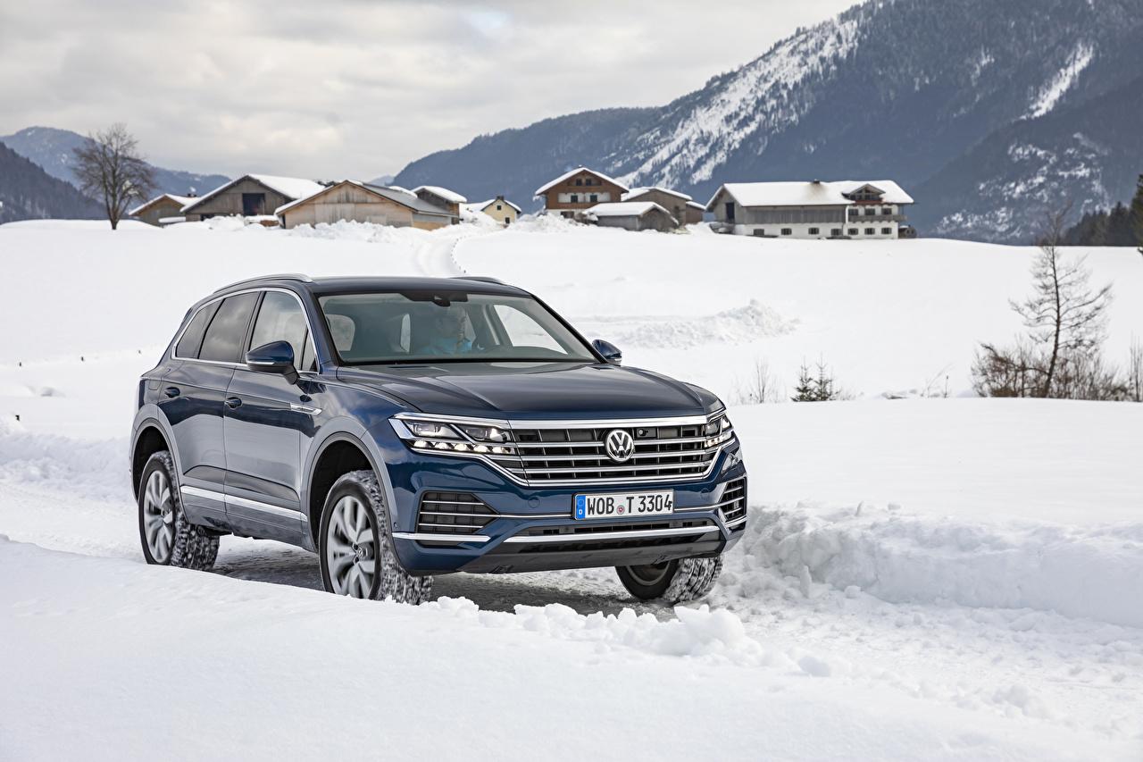 Bilder Volkswagen 2018-19 Touareg V6 TDI Worldwide Blau auto Metallisch Autos automobil
