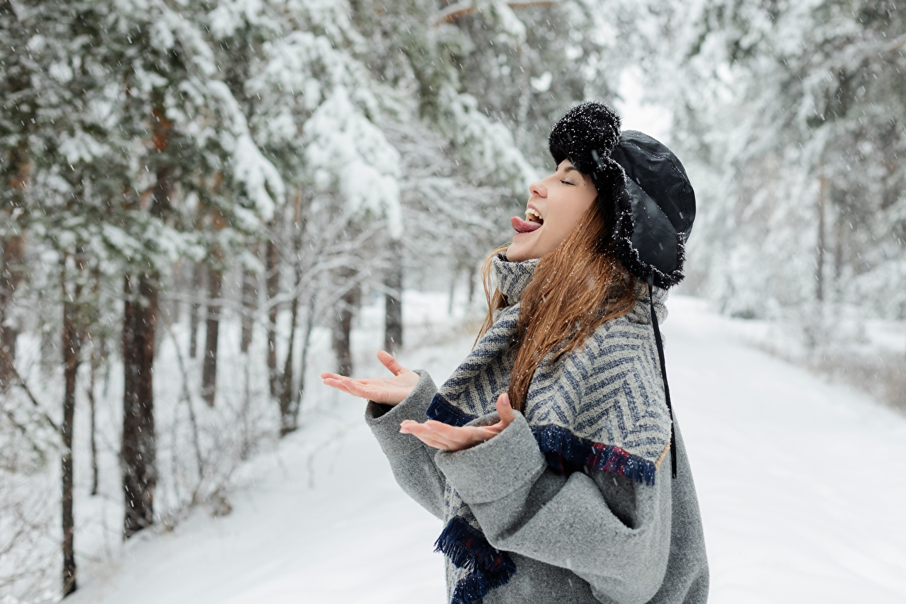 Images Brown haired Funny Girls Winter Tongue Winter hat Snow Hands female young woman