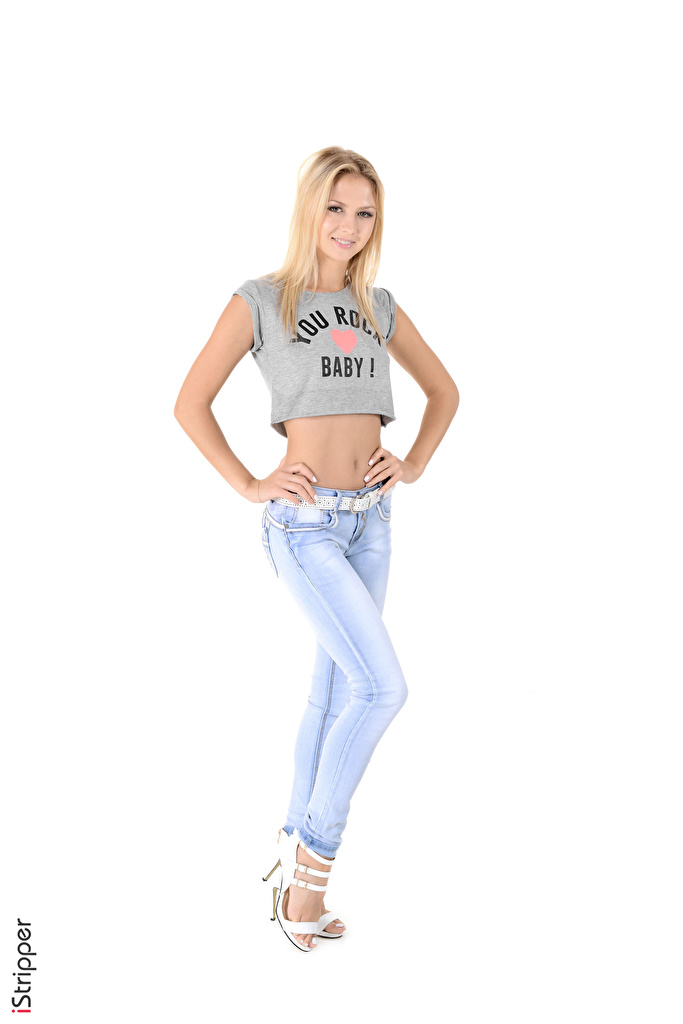 iStripper Kristina El fondo blanco Rubio Nia Camiseta Sonrisa Mano Pierna Pantalón vaquero mujer joven, mujeres jóvenes Chicas para móvil Teléfono