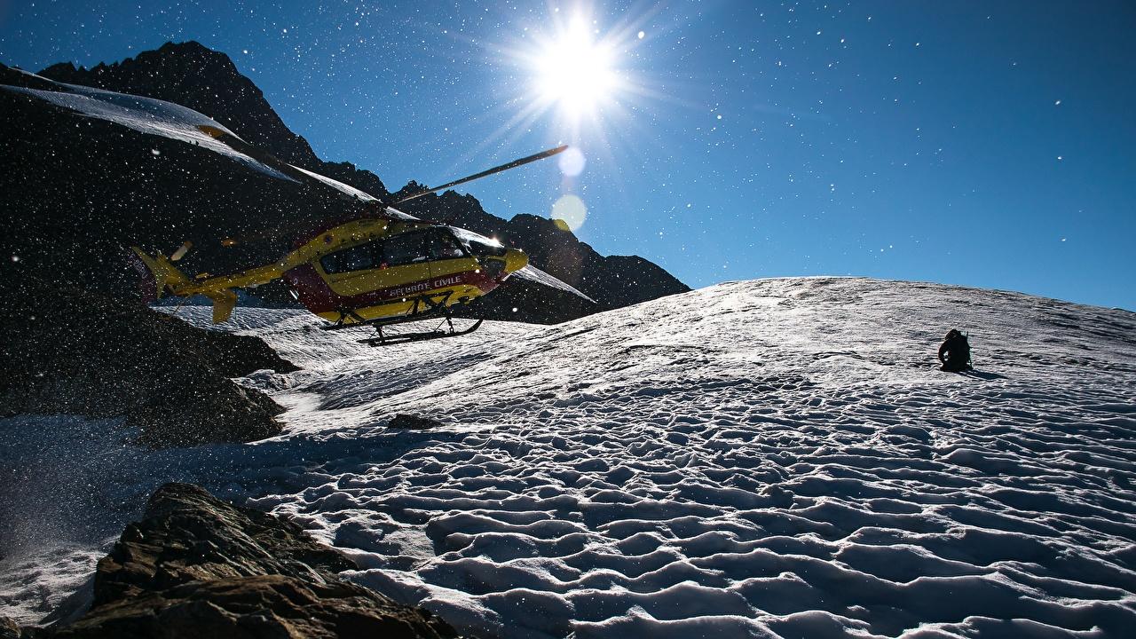 Fotos von Hubschrauber Sonne Gebirge Schnee Luftfahrt Berg