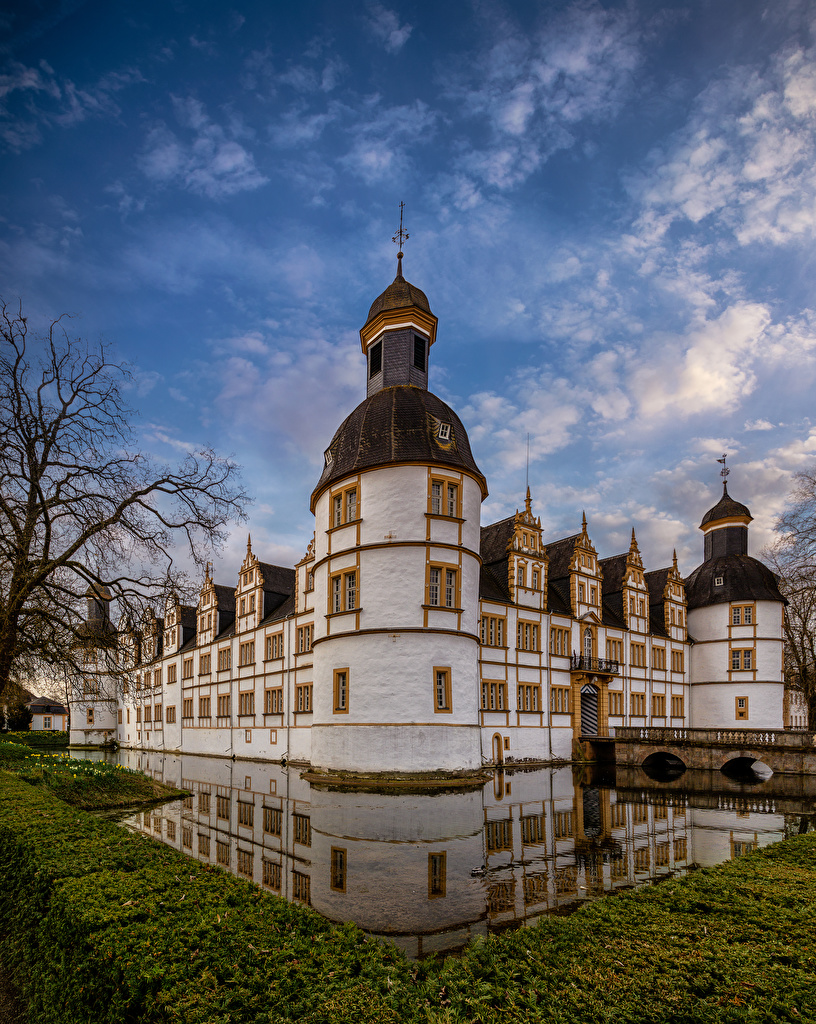 Alemania Castillo Neuhaus Castle Paderborn Canal Reflejo reflejado Ciudades para móvil Teléfono