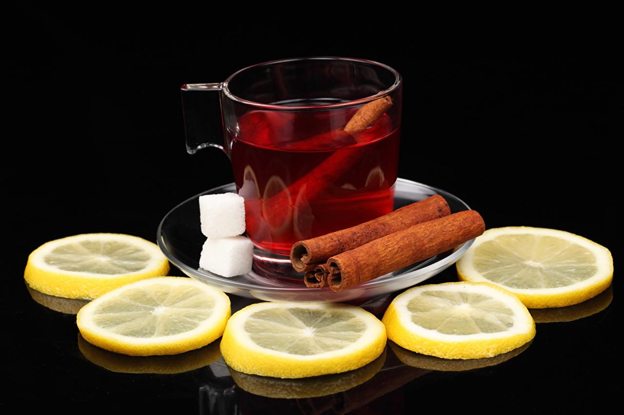 Bilder Tee Zucker Zimt Zitrone Tasse Lebensmittel Schwarzer Hintergrund