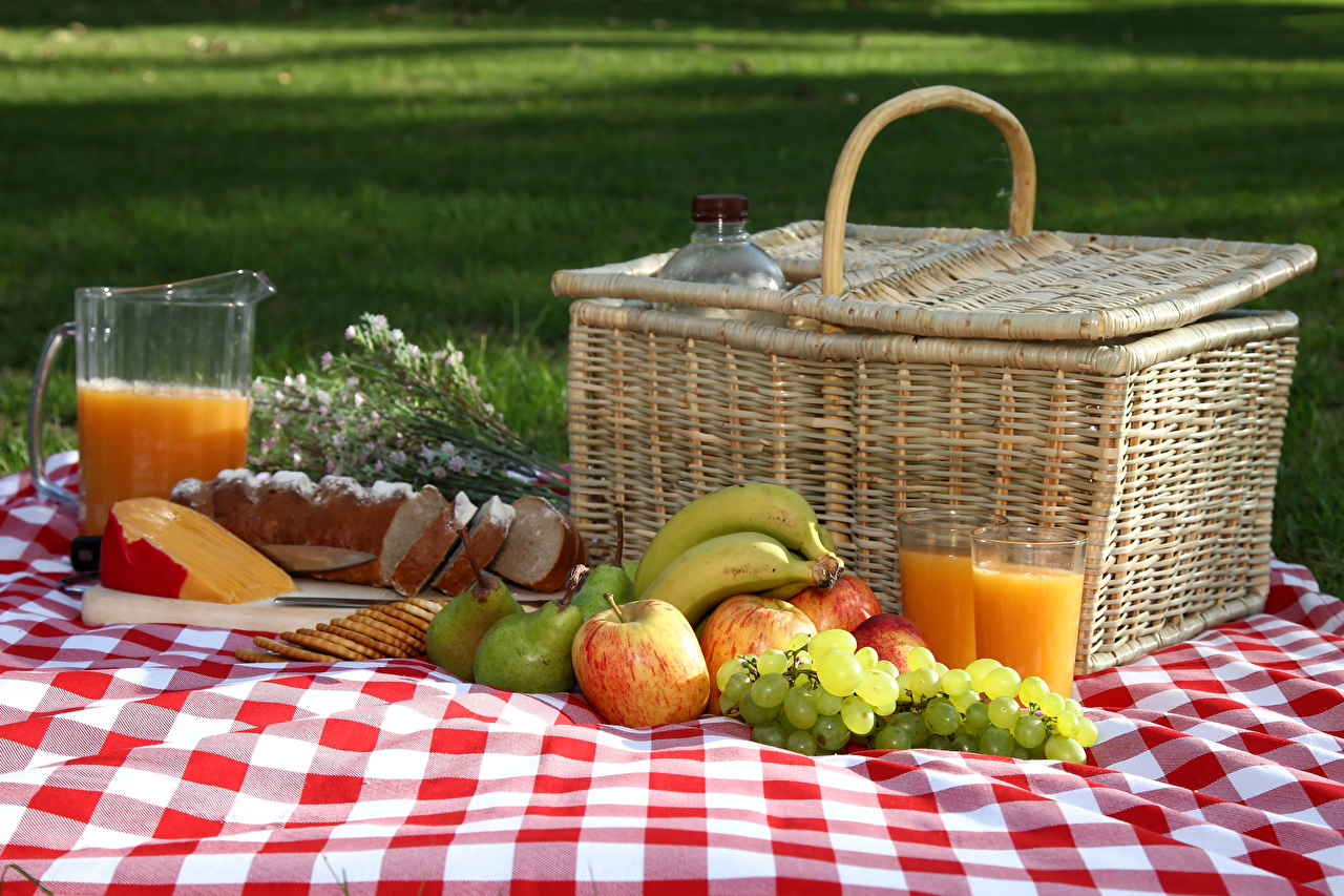 Photos Picnic Juice Bread Pears Grapes Cheese Apples Pitcher Bananas Wicker basket Highball glass Food Jug container