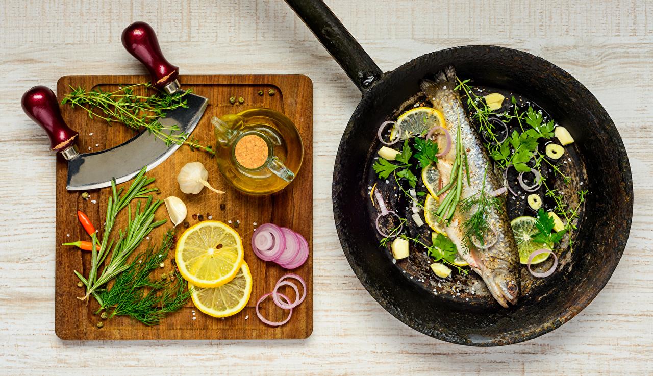 Image Onion Dill Garlic Lemons Frying pan Fish - Food Food Seasoning Cutting board frypan Allium sativum Spices