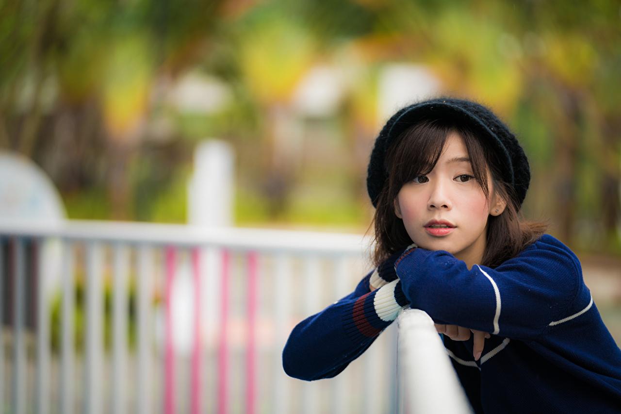 Fotos unscharfer Hintergrund Mädchens asiatisches Blick Bokeh junge frau junge Frauen Asiaten Asiatische Starren