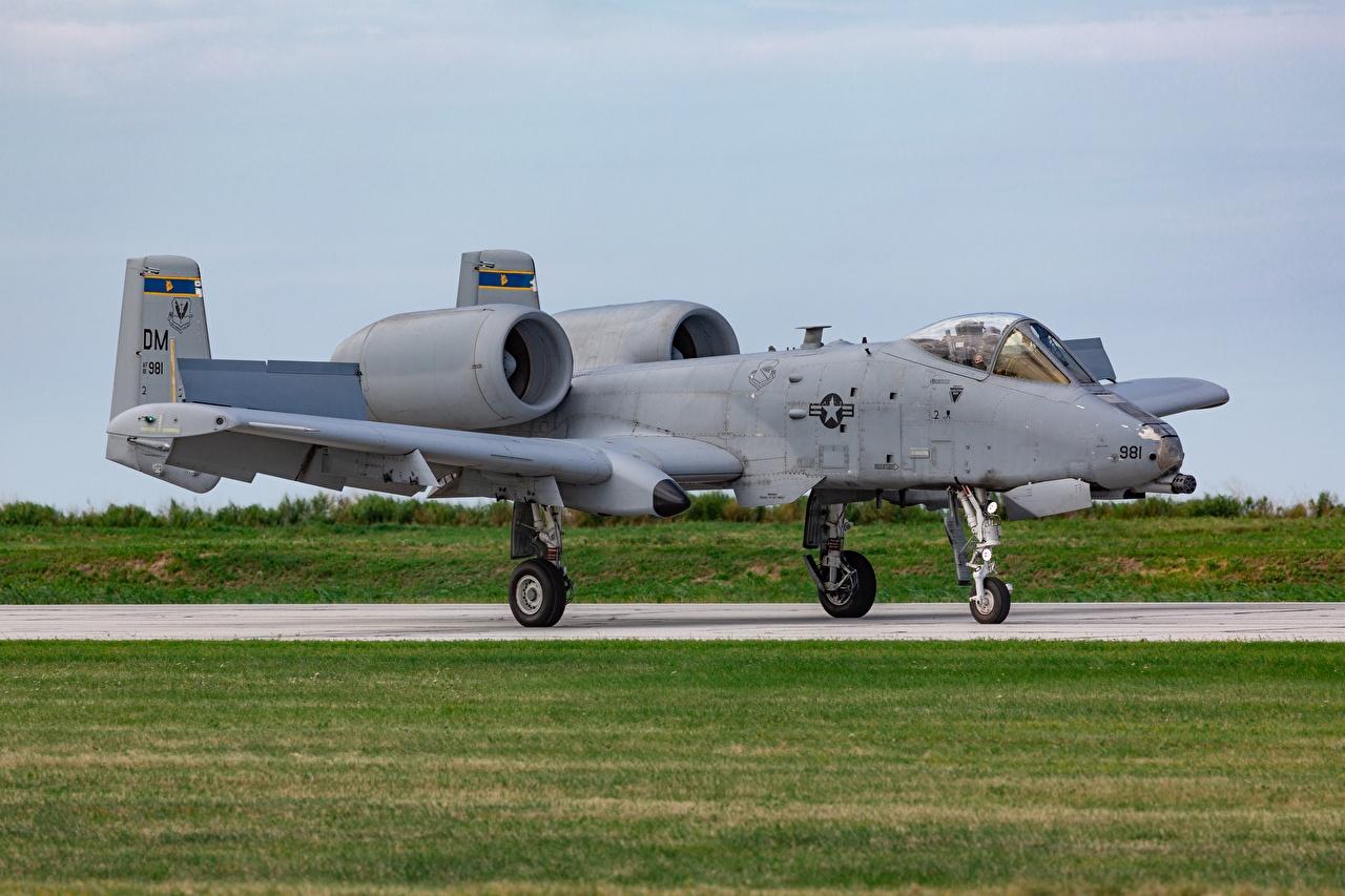 Bilder von A-10 Thunderbolt II Schlachtflugzeug Flugzeuge Luftfahrt Erdkampfflugzeug