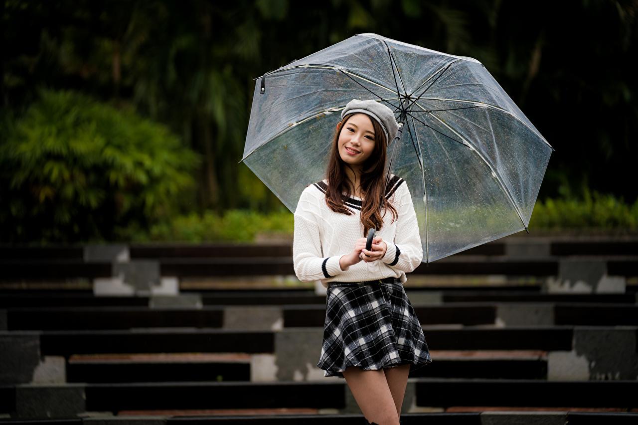 Fotos Rock Braunhaarige Lächeln posiert junge frau Asiaten Regenschirm Blick Braune Haare Pose Mädchens junge Frauen Asiatische asiatisches Starren