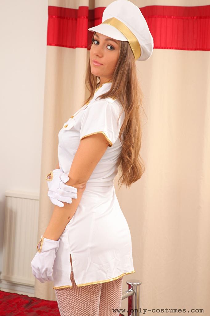 Foto Zofeya Only Braune Haare Handschuh Der Hut junge frau Hand Uniform Blick  für Handy Braunhaarige Mädchens junge Frauen Starren