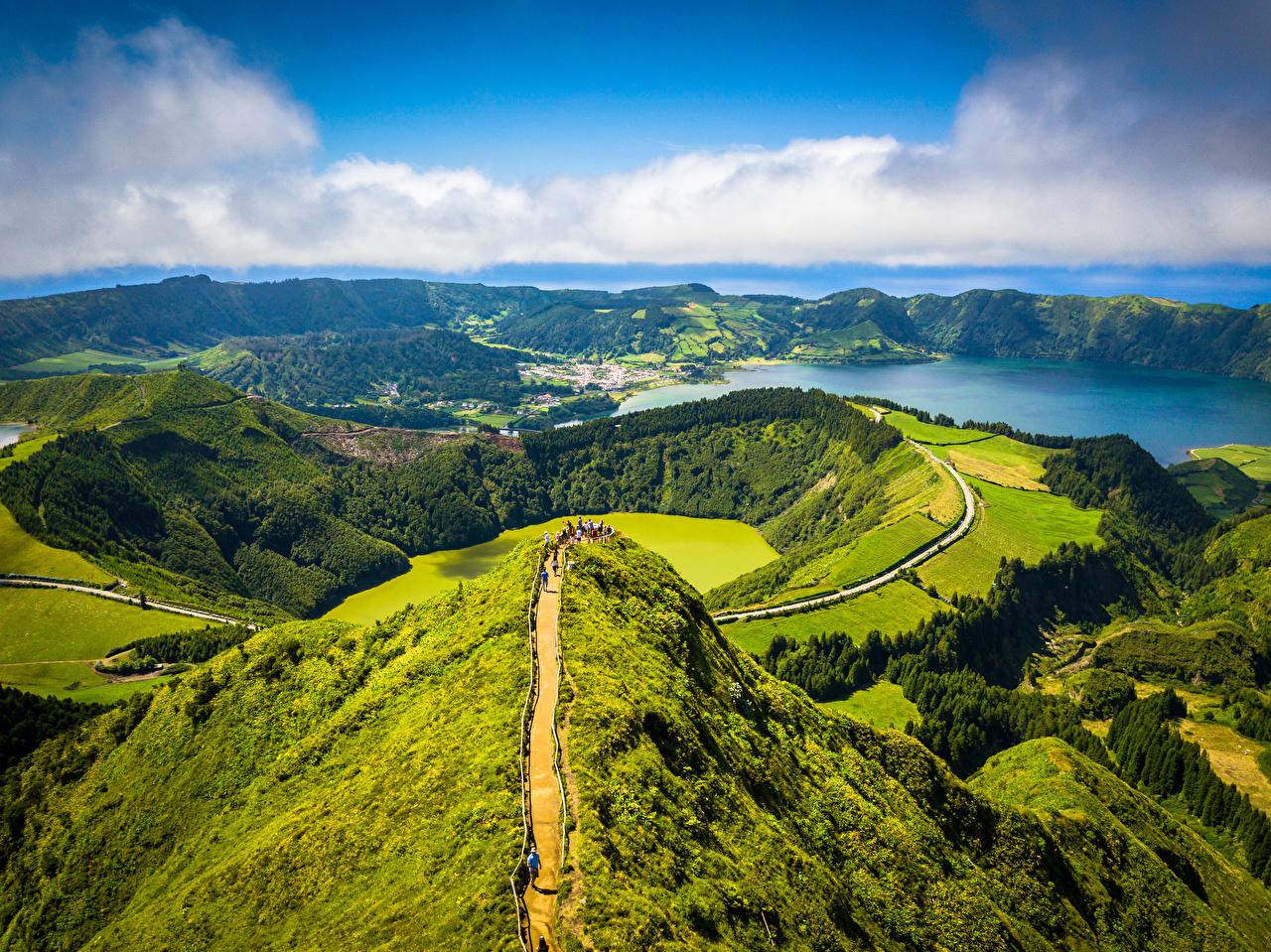 Desktop Hintergrundbilder Portugal Azores, Sete Cidades, Miradouro da Boca do Inferno Natur Gebirge Wald Küste Von oben Wolke Berg Wälder
