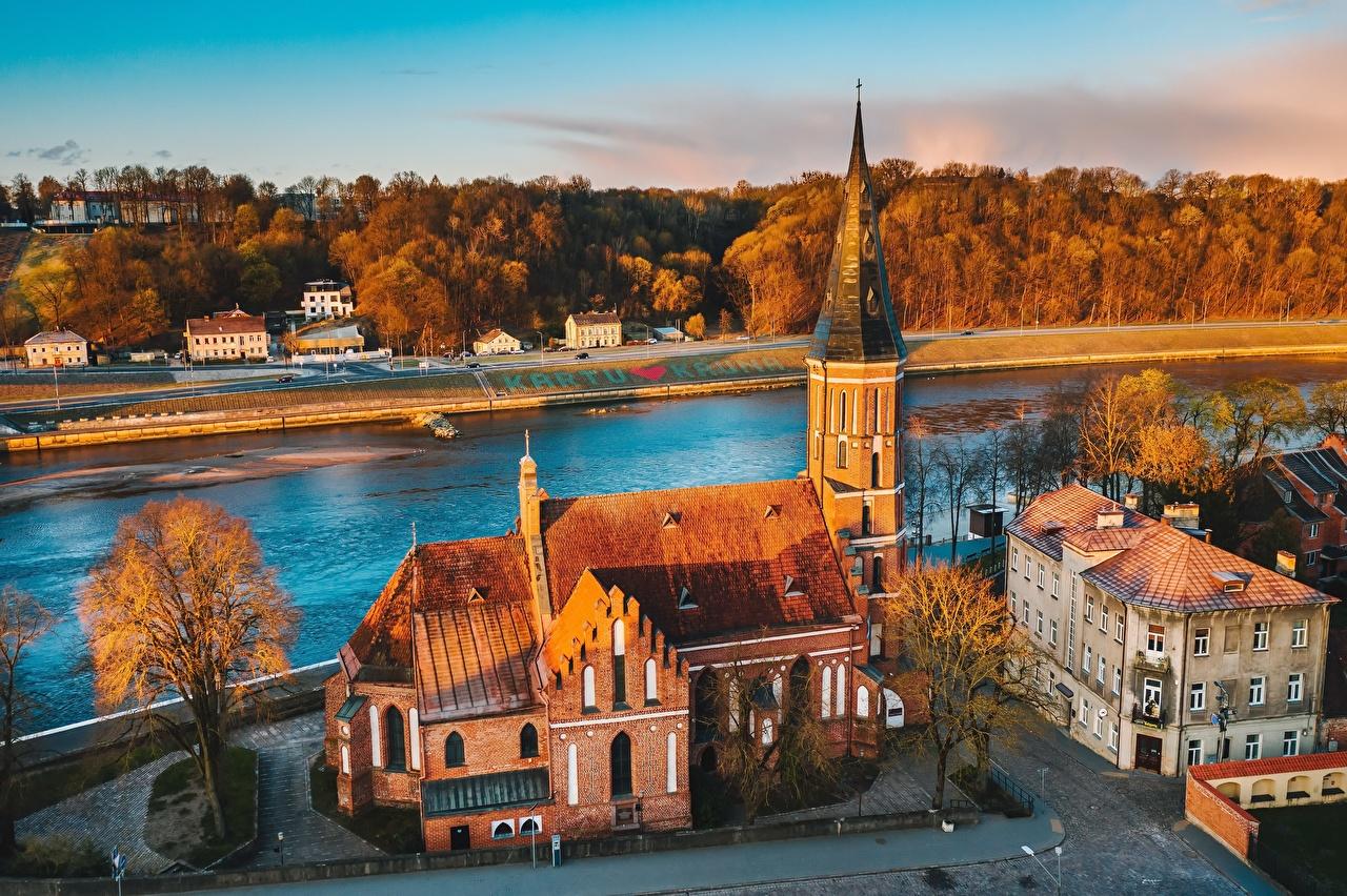 Fotos Städte Kirche Litauen Vytautas Church Fluss Kaunas Von oben Gebäude Kirchengebäude Flusse Haus
