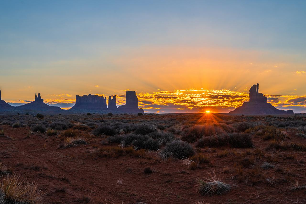 Bilder USA Monument Valley Natur Felsen Sonnenaufgänge und Sonnenuntergänge Abend Vereinigte Staaten Morgendämmerung und Sonnenuntergang