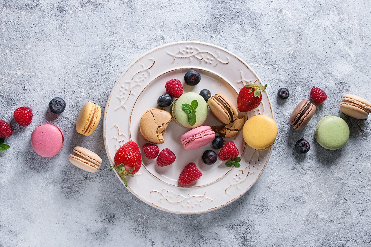 Desktop Wallpapers french macarons Currant Raspberry Food Berry Plate Macaron