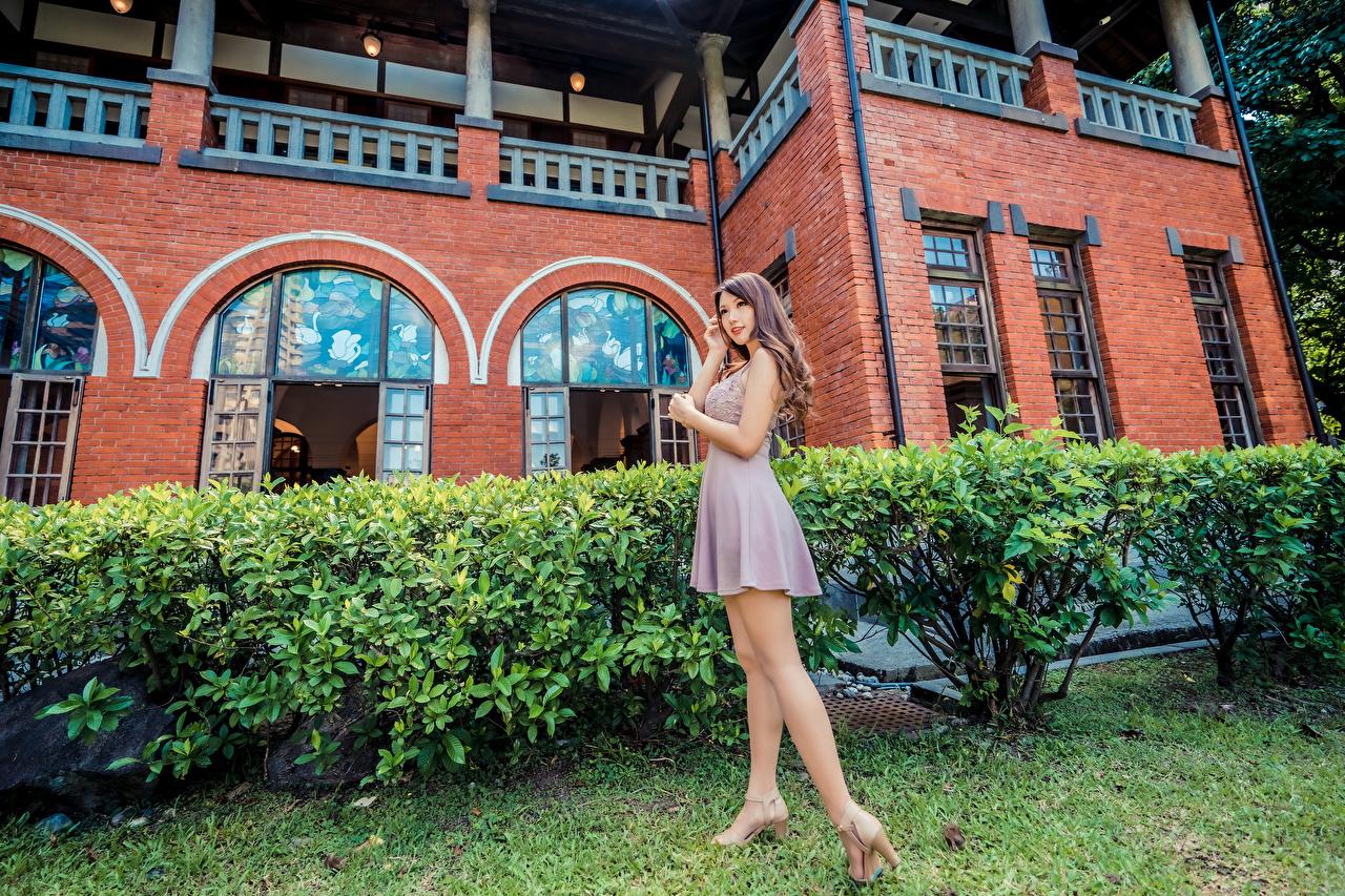 Desktop Hintergrundbilder posiert Mädchens Bein Asiatische Kleid Pose junge frau junge Frauen Asiaten asiatisches