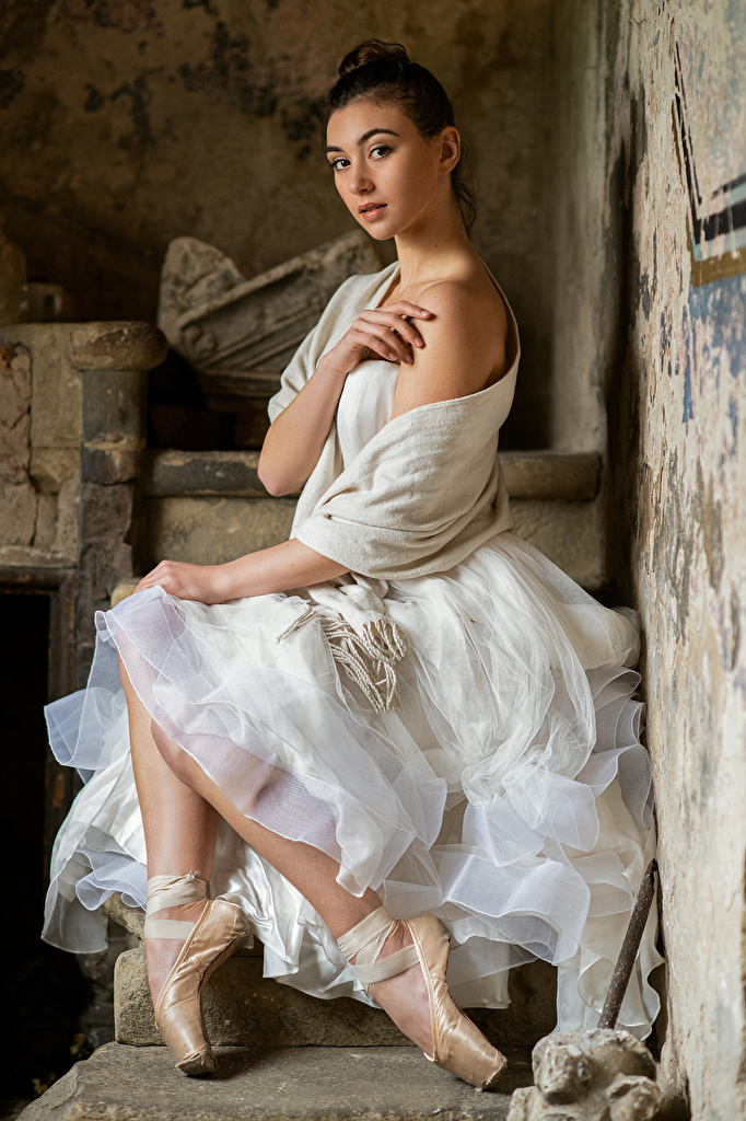 Images Ballet Bella Girls sit Hands Staring gown  for Mobile phone female young woman Sitting Glance frock Dress