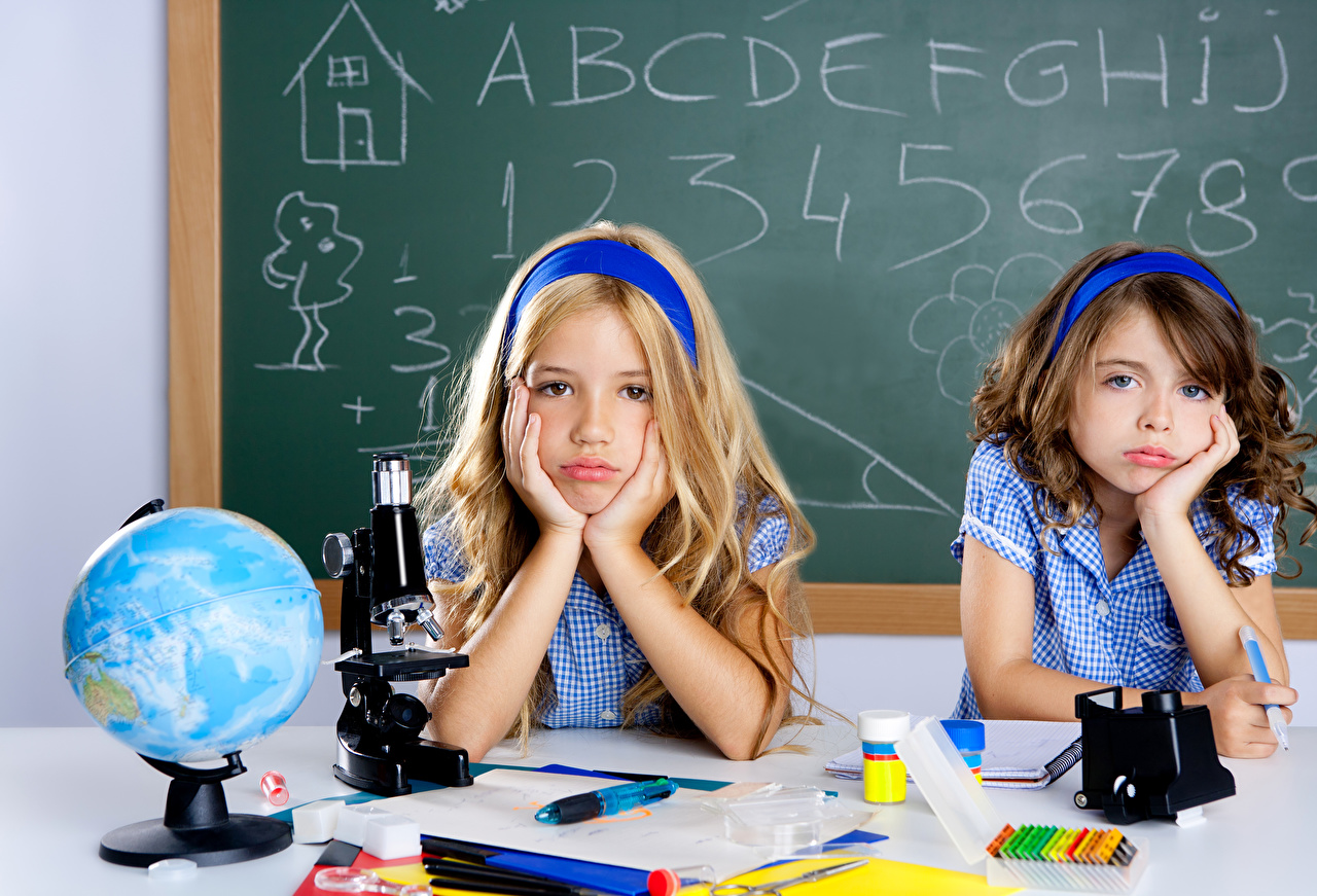 Hintergrundbilder Kleine Mädchen Schule Globus Kinder Zwei Hand Starren 2 Blick