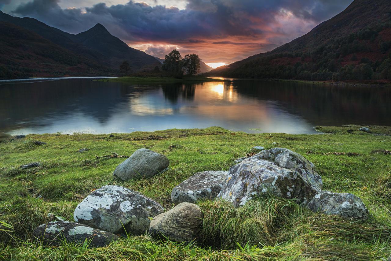 Bilder von Schweden Loch Leven Natur Gebirge See Sonnenaufgänge und Sonnenuntergänge Gras Steine