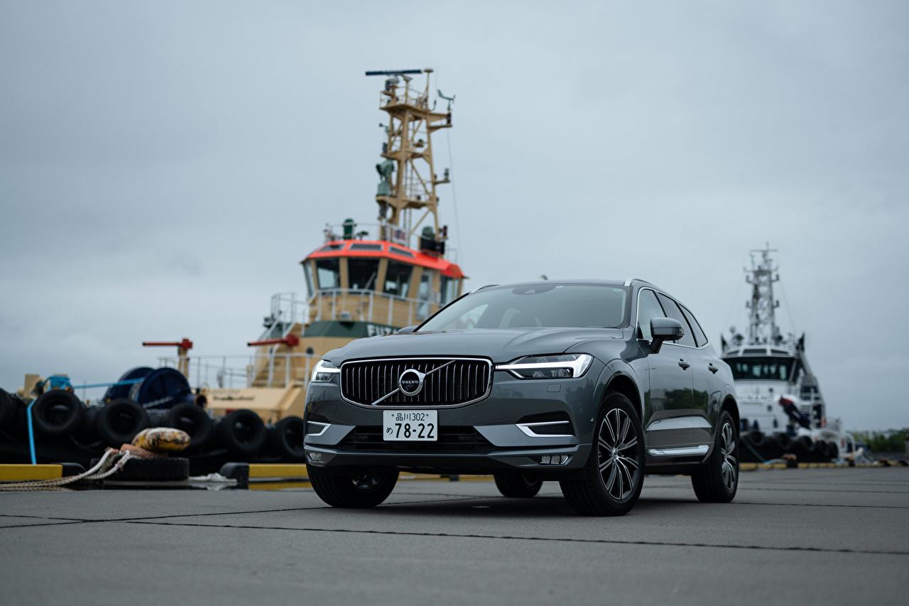 Fotos Volvo Crossover XC60 B5 Inscription JP-spec, 2019 graue Vorne automobil Metallisch Softroader Grau graues auto Autos