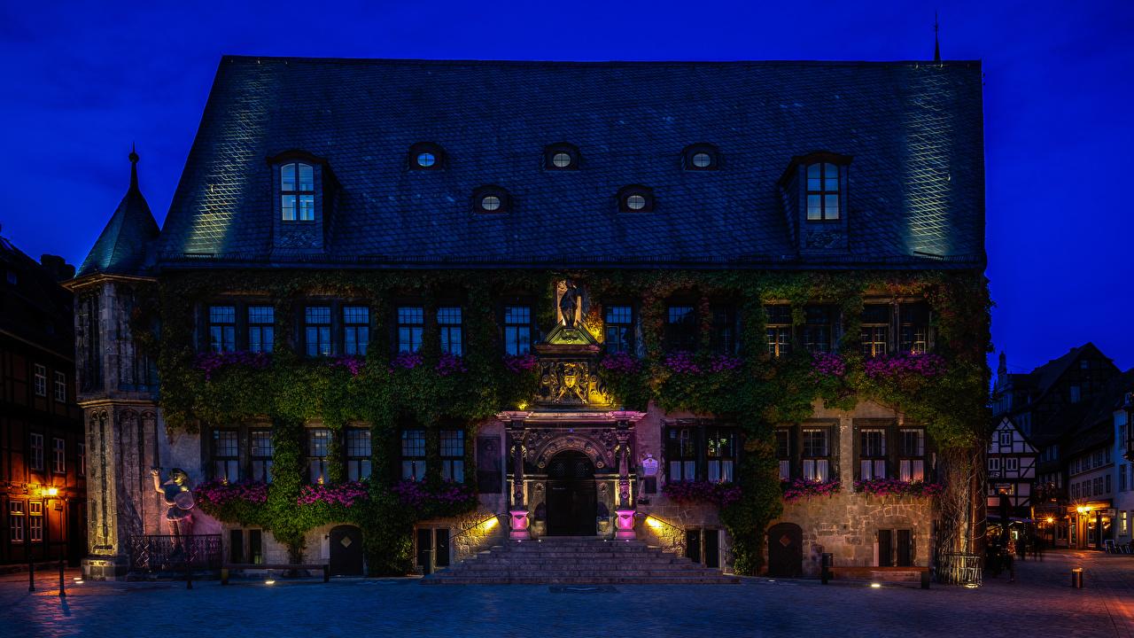 Achtergronden Stralen van licht Duitsland Quedlinburg trappen Straat Nacht Straatverlichting Huizen een stad Lichtstralen Een trap stadsstraat gebouw Steden gebouwen