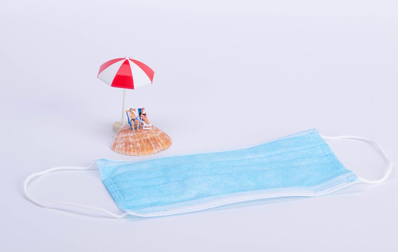 Coronavirus Masque Créatif Coquille Fond gris Plage Parapluie Chaise longue créatives, originaux, plages