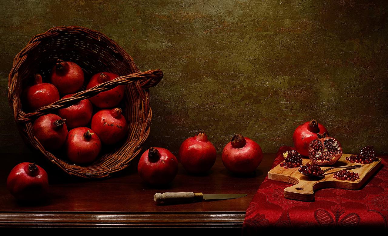 Bilder von Messer Getreide Weidenkorb Granatapfel Lebensmittel Schneidebrett Stillleben das Essen