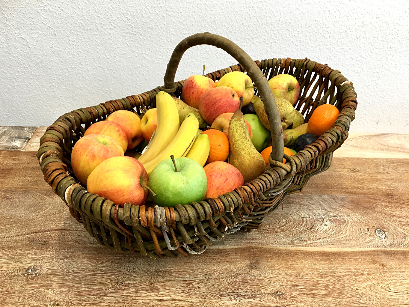 Pictures Pears Apples Bananas Wicker basket Food Fruit