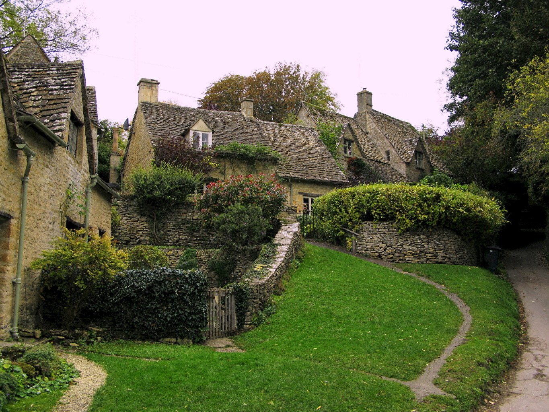 Pictures England Bibury Gloucestershire Grass Houses Shrubs Cities Bush Building