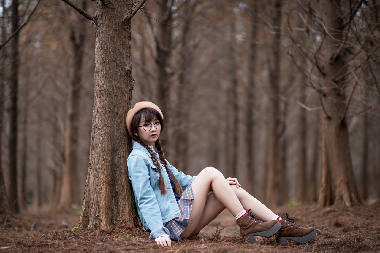 Images Braid hair Beret Girls Legs Asiatic sit eyeglasses Staring plait female young woman Asian Sitting Glasses Glance