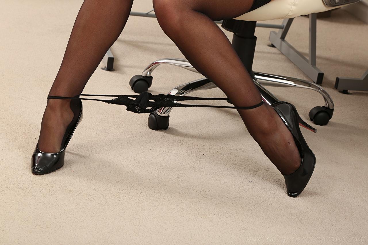Fotos von Thongs Nylonstrumpf junge Frauen Bein Großansicht Stöckelschuh Mädchens junge frau hautnah Nahaufnahme High Heels