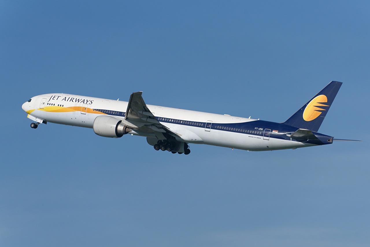 Desktop Hintergrundbilder Boeing Flugzeuge Verkehrsflugzeug 777-300ER, Jet Airways Seitlich Luftfahrt