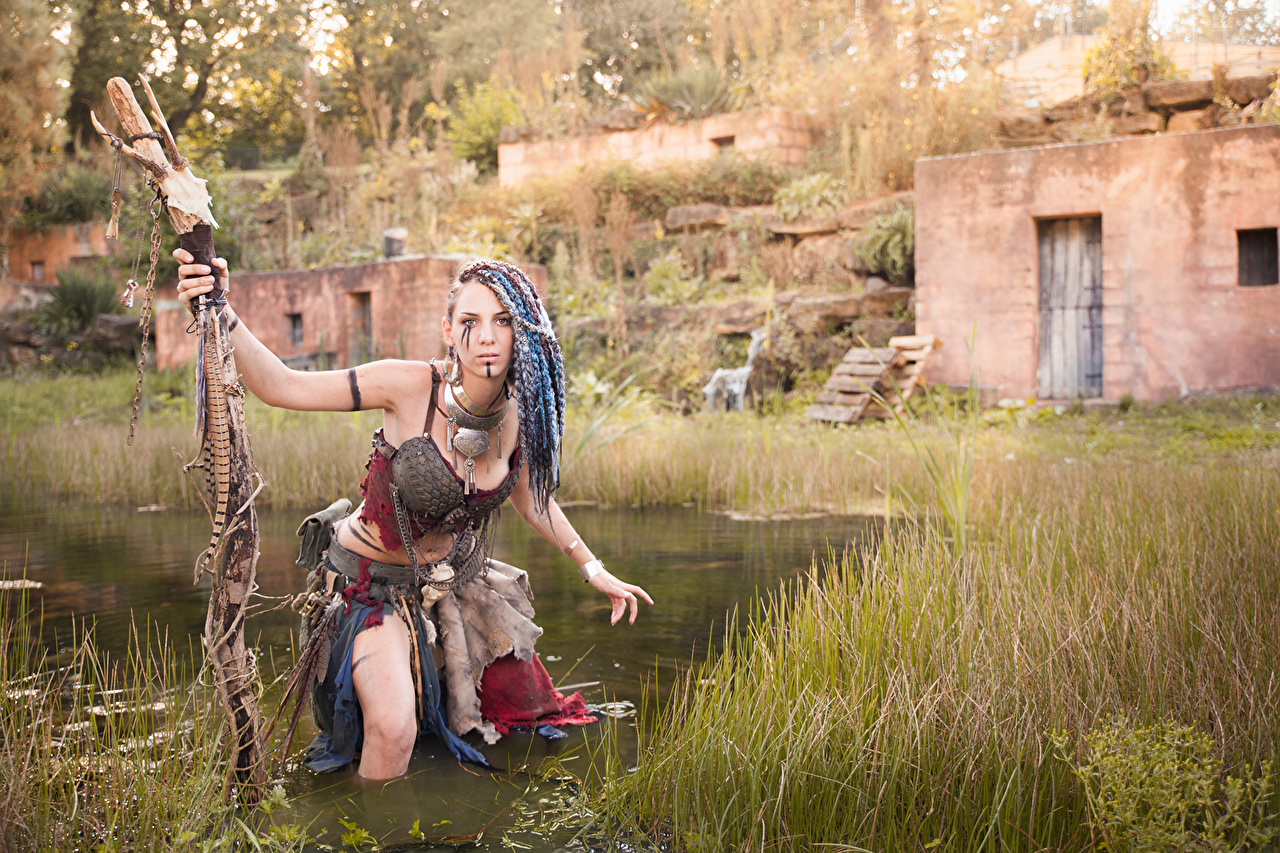 Bilder von Schamane Magierstab Mädchens Sumpf Gras junge frau junge Frauen