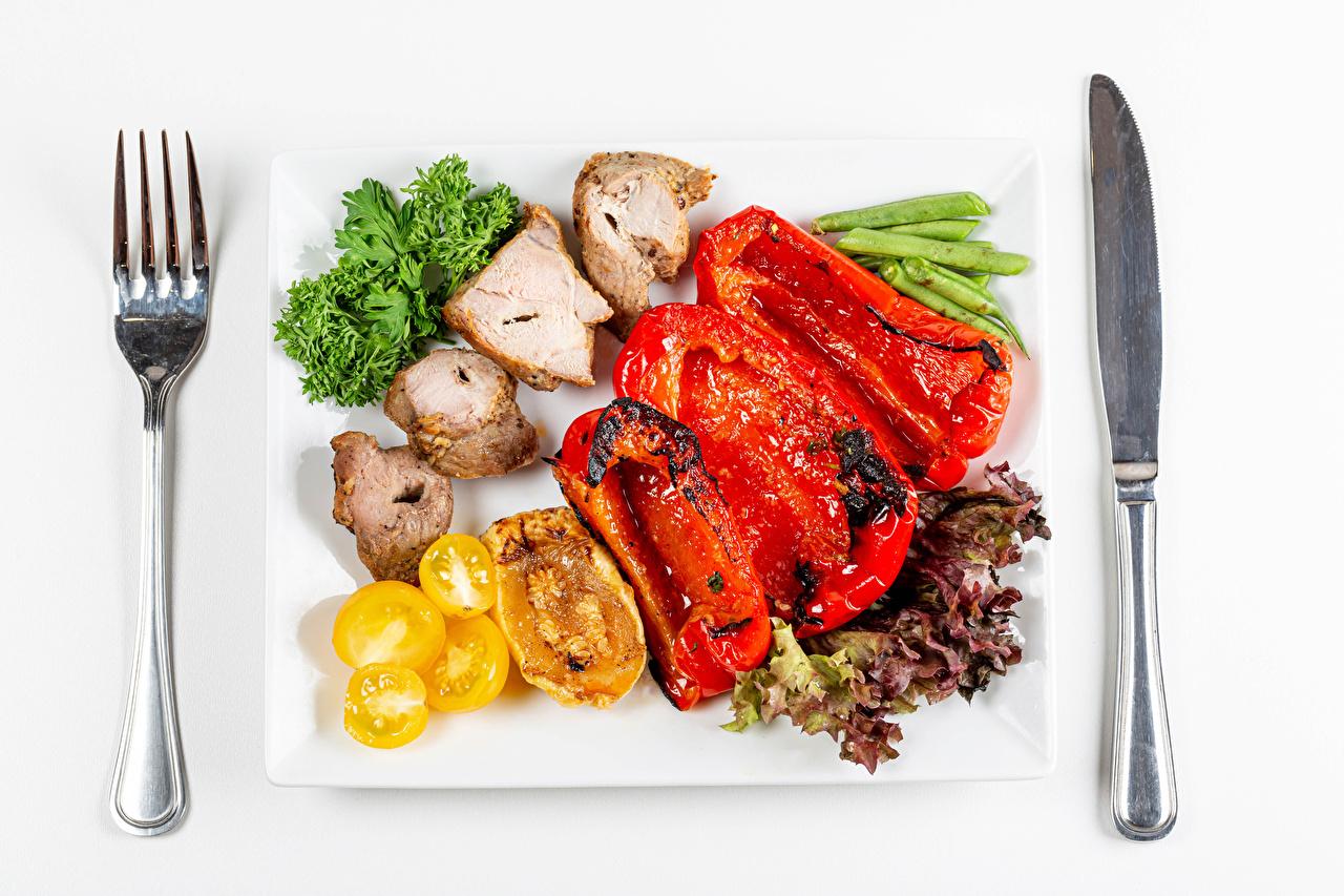 Foto Messer Gabel Teller Gemüse Paprika Lebensmittel Fleischwaren Essgabel das Essen