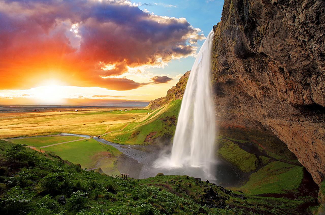 Foto Islanda Seljalandsfoss Natura Cascate falesia Paesaggio alba e tramonto Nuvole cascata Il dirupo Albe e tramonti Nubi