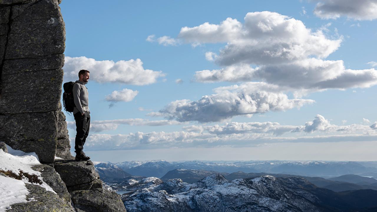 Bilder von Norwegen Mann Rogaland Berg Natur Felsen Wolke Gebirge