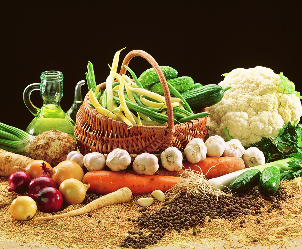 Image Onion Cabbage Cucumbers Garlic Wicker basket Food Vegetables Black background Allium sativum