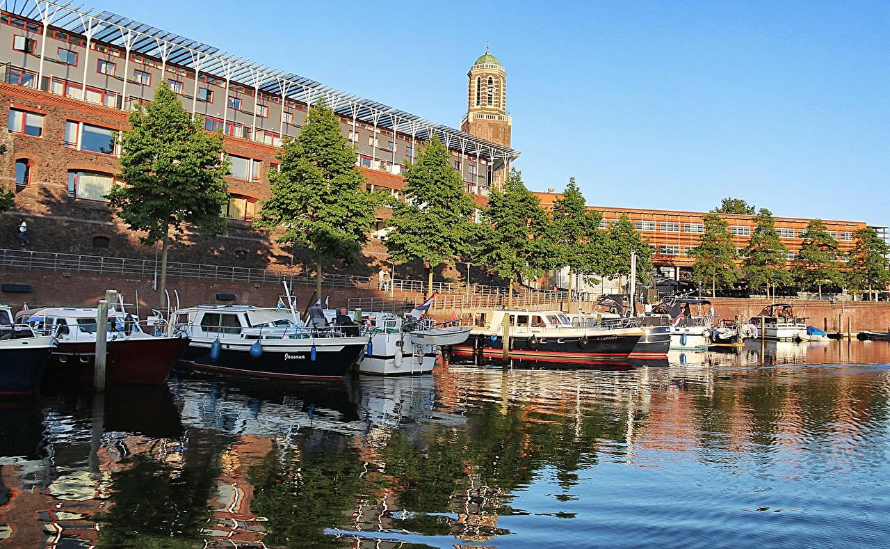 Foto Niederlande Zwolle Flusse Motorboot Bootssteg Städte Gebäude Fluss Seebrücke Schiffsanleger Haus
