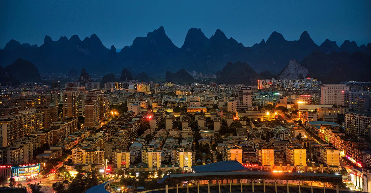 Bakgrundsbilder Kina Yangshuo Berg Natt stad byggnad på natten Hus Städer byggnader